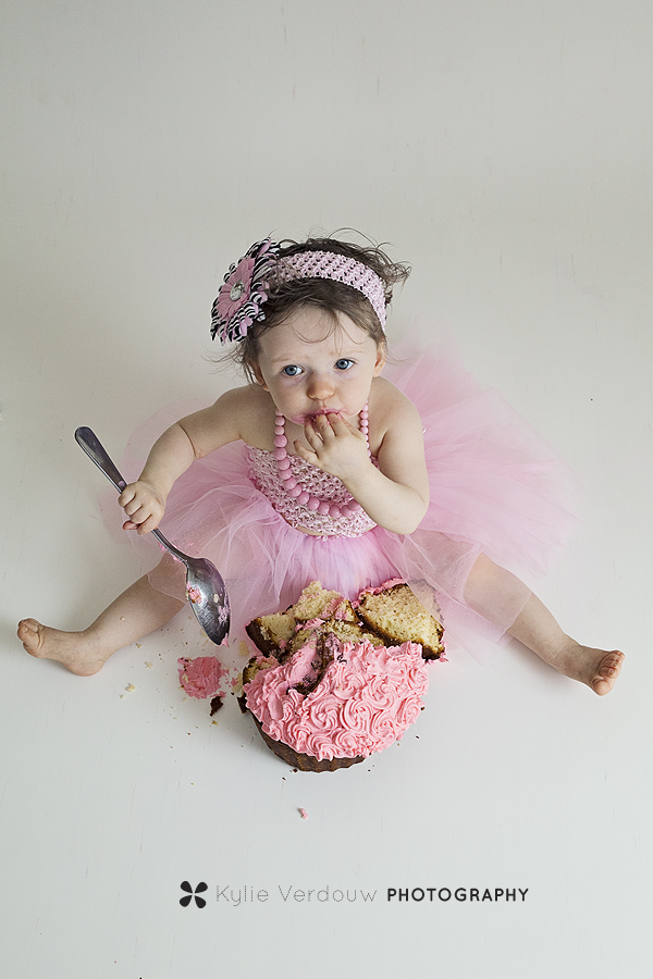 Baby in pink cakesmash